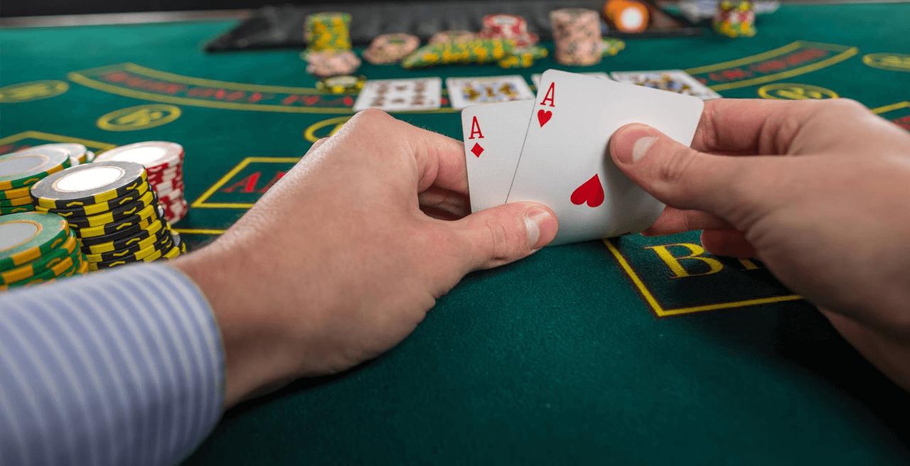 Black Jack Karten am Spieltisch mit hohem Binusguthaben